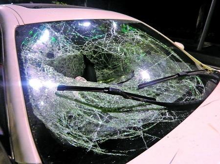 车祸,一辆玛莎拉蒂追尾撞上一辆路虎,事故现场蹊跷的是,两车均高清图片