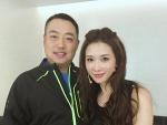 刘国梁晒与志玲姐姐合影 力证身高超160