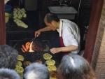 上海老伯专注做饼34年惊动BBC 涉无证经营被停业